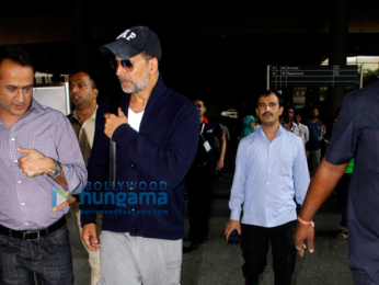 Akshay Kumar & family return from Cape Town