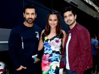 John Abraham & Sonakshi Sinha grace the show 'Comedy Night Bachao'