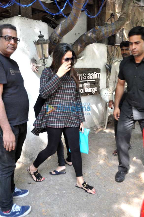 Mira rajput kapoor snapped post salon session at hakim for Aalim hakim salon delhi