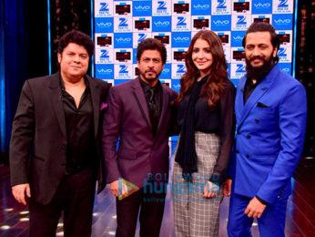 Shah Rukh Khan and Anushka Sharma on the sets of 'Yaaron Ki Baaraat'