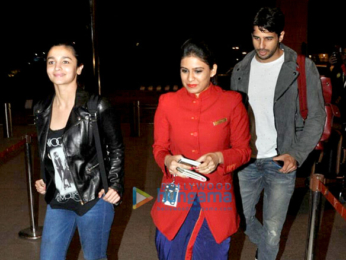Sidharth Malhotra & Alia Bhatt snapped as they depart for New Year holiday