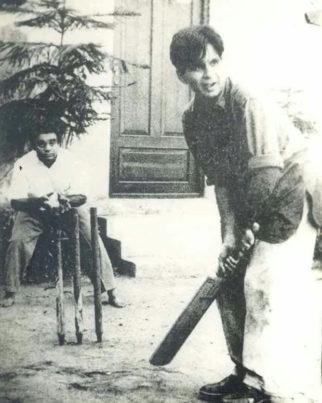 Dilip Kumar playing cricket