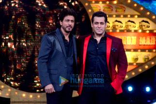Shah Rukh Khan promotes 'Raees' on the sets of Salman Khan's Bigg Boss 10