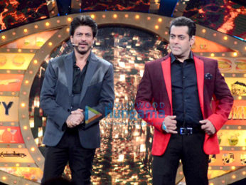 Shah Rukh Khan promotes 'Raees' on the sets of Salman Khan's Bigg Boss 10