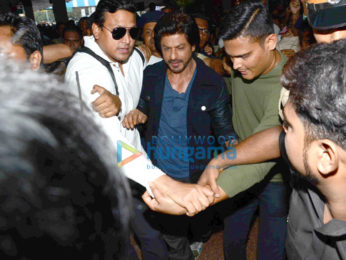 Shah Rukh Khan snapped at Bombay Central as he departs for New Delhi