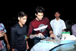 Sidharth Malhotra celebrates his birthday with fans