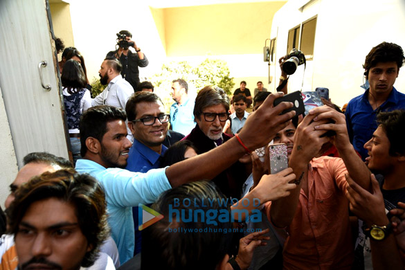 Amitabh Bachchan gets mobbed after an ad shoot