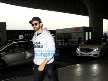 Hrithik Roshan & Yami Gautam snapped at the airport