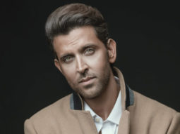 Hrithik-Roshan-receives