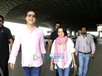 Shah Rukh Khan & Vidhu Vinod Chopra depart for Ajay Bijli's 50th birthday bash in Dubai