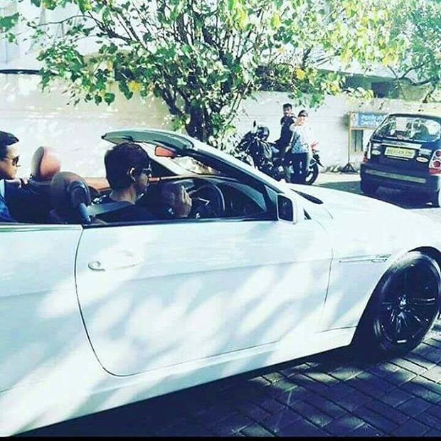 Shah Rukh Khan takes AbRam on a convertible car ride -2