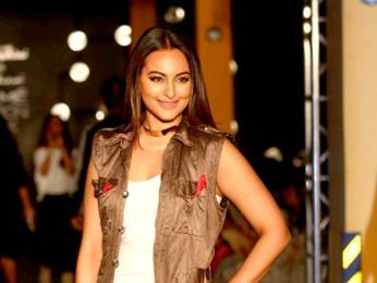 Varun Dhawan, Arjun Kapoor & Sonakshi Sinha walk the ramp for Kunal Rawal's show at the Lakme Fashion Week 2017