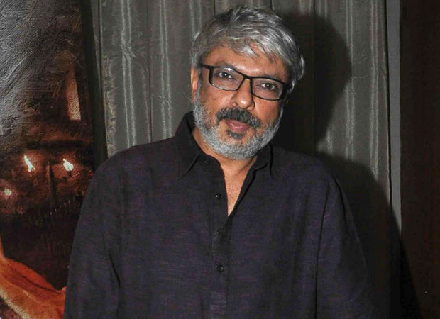 SHOCKING: Karni Sena activists burn effigy of Sanjay Leela Bhansali in Mumbai