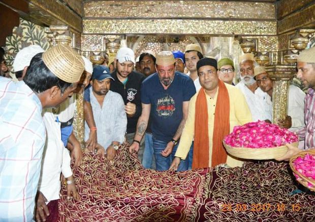 Sanjay Dutt visits the Sheikh Salim Chishti Dargah in Fatehpur Sikri-2