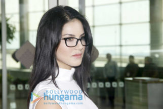 Aditya Roy Kapur, Sunny Leone, Kriti Sanon snapped at the airport