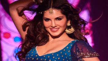 Watch-Sunny-Leone-gives