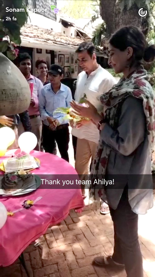 Akshay Kumar and Sonam Kapoor received a grand party from the locals of MP and here's why!