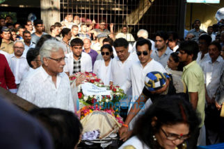Celebrities attend the last rites of Vinod Khanna in Worli