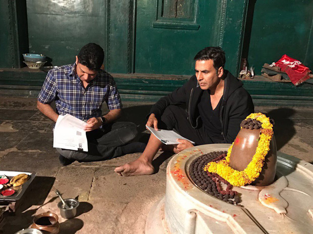 Check out Akshay Kumar and Bhushan Kumar officially sign the contract for Mogul in Maheshwar temple