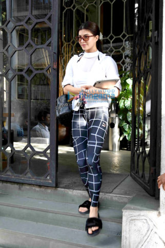 Jacqueline Fernandez, Esha Gupta & Aditya Roy Kapoor snapped in Bandra