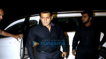 Salman Khan, Daisy Shah, Elli Avram, Bipasha Basu and others snapped at the airport