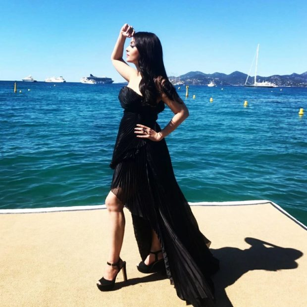 Aishwarya Rai Bachchan is a beauty in black -3