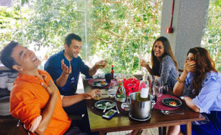 Akshay Kumar and Twinkle Khanna went on a double date with friends Gayatri Joshi and Vikas Oberoi and had a blast
