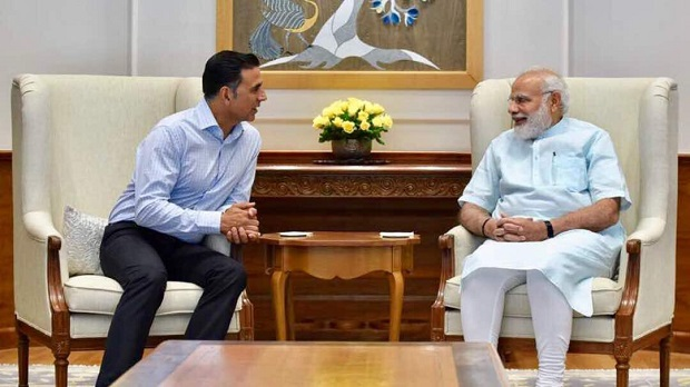 Akshay Kumar tweets photo with PM Modi, reveals what made NaMo smile