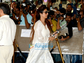 Celebs attend the prayer meet in memory of the late actor Vinod Khanna