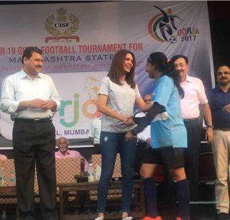 Esha Gupta supports female football players at a tournament-3