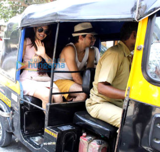 Jacqueline Fernandez hitches a rickshaw ride home with friends in Bandra