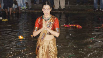 Kangana Ranaut Takes A Dip In Holy Water Of Ganga video