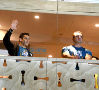 Salman Khan and Sohail Khan wave to their fans at the trailer launch of 'Tubelight'