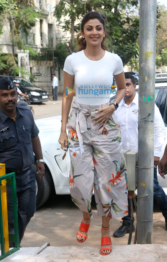 Shilpa Shetty unveils Yoga art installation in Juhu