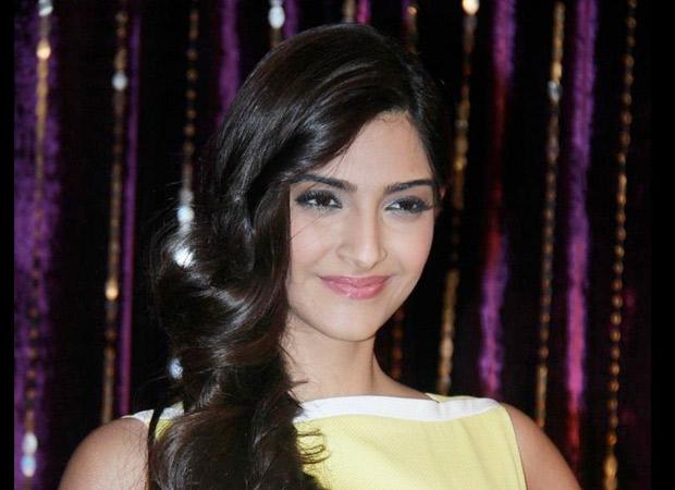 Sonam-Kapoor-joins-Aamir-Khan;-supports-