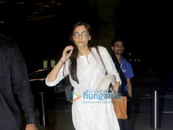 Sonam Kapoor snapped with rumoured boyfriend Anand Ahuja enroute to Delhi
