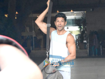 Farhan Akhtar snappped post his gym session in Bandra