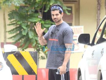 Kareena Kapoor Khan, Shahid Kapoor, Sooraj Pancholi and Mira Rajput snapped at the gym