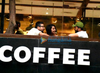 Riteish Deshmukh enjoys a coffee session with close friends