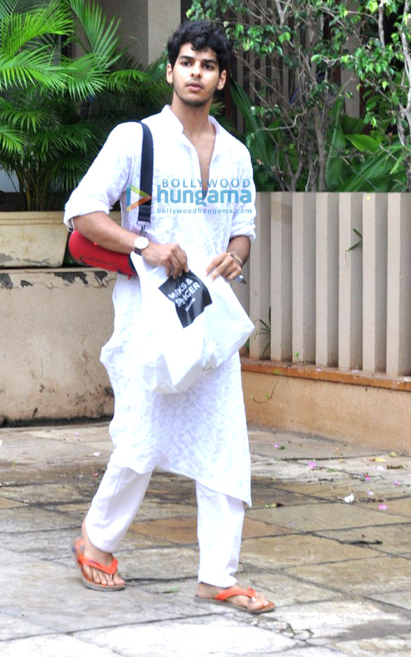 Shahid Kapoor & Ishaan Khattar snapped at Juhu