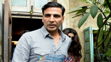 Akshay Kumar & Twinkle Khanna snapped post their lunch at Pali Bhavan