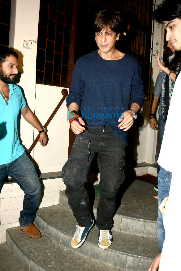 Shah Rukh Khan snapped post dubbing in Bandra