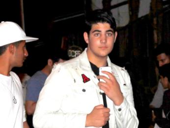 Aarav Kumar snapped with friends in Khar