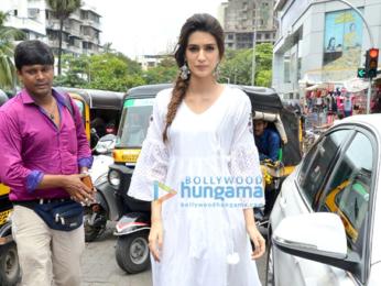 Kriti Sanon, Ayushmann Khurrana and Rajkummar Rao grace 'Bareilly Ki Barfi' promotions
