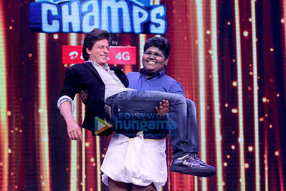 This picture of Shah Rukh Khan being picked up by a kid will leave you in splits