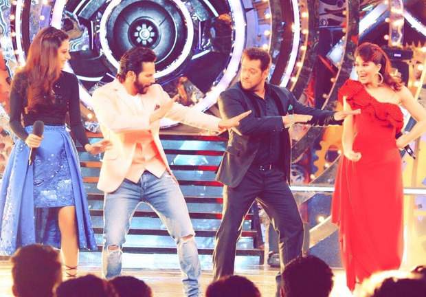 Bigg Boss 11 Salman Khan and Varun Dhawan set the stage on fire with their dance moves, along with Jacqueline Fernandez and Tapsee Pannu