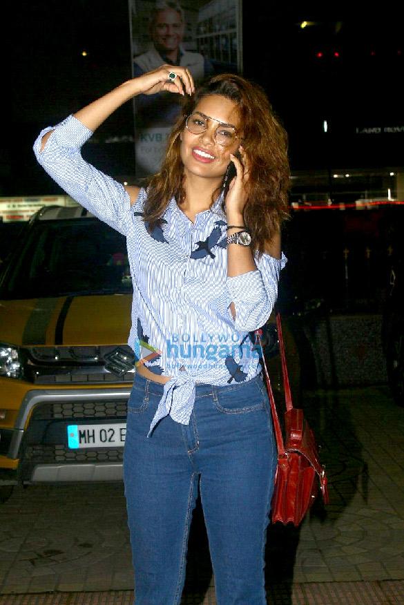 Esha Gupta snapped post a screening of 'Baadshaho'