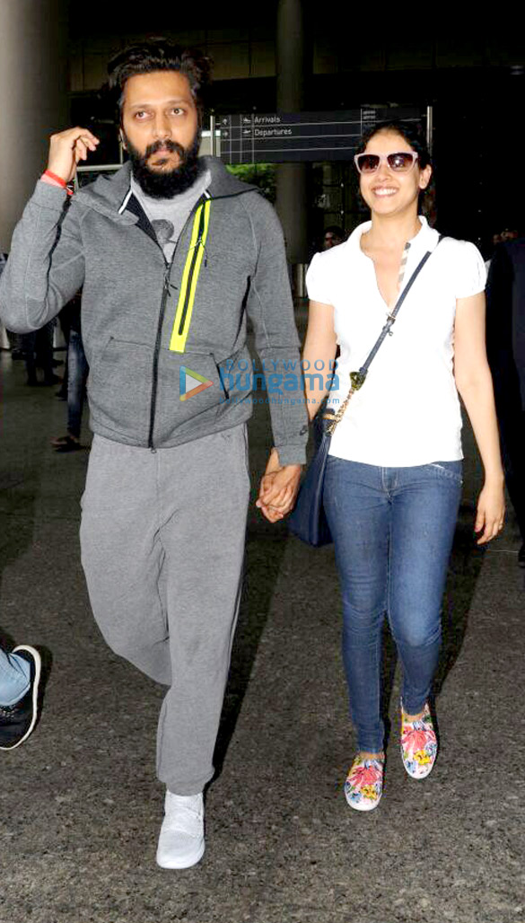Genelia D'Souza arrives at the airport to receive her hubby Riteish Deshmukh as he returns from NY