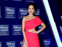 HOT! Esha Gupta sizzles at the GQ Awards 2017 (3)