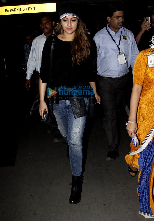 Jacqueline Fernandez, Sonakshi Sinha, Jahnavi Kapoor and Khushi Kapoor snapped at the airport